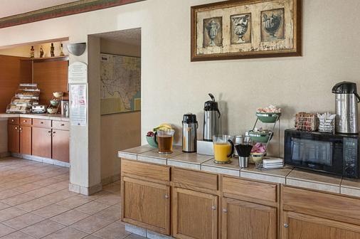 Econo Lodge Downtown South - San Antonio - Kitchen