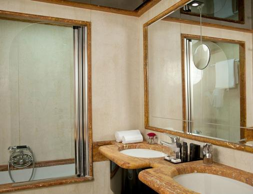 Hotel Valadier - Rome - Bathroom