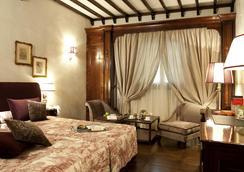 Grand Hotel Baglioni - Florence - Bedroom