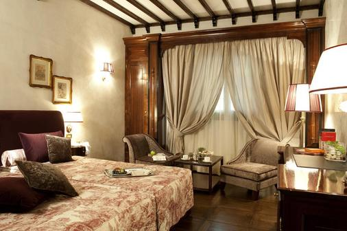 Grand Hotel Baglioni - Florence - Bedroom