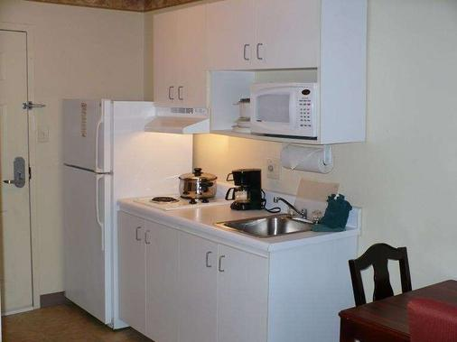 Intown Suites Bowling Green - Bowling Green - Kitchen