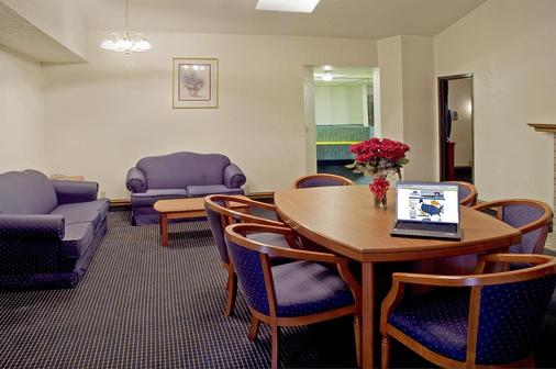 Americas Best Value Inn and Suites Los Angeles Downtown/SW - Los Angeles - Living room