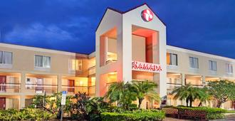 Ramada Orlando Near Convention Center - Orlando - Building