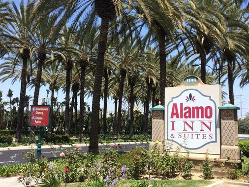 Alamo Inn & Suites - Anaheim - Building