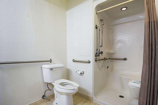 Rodeway Inn Kissimmee Maingate West - Kissimmee - Bathroom