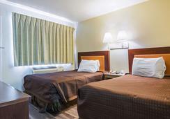 Rodeway Inn Kissimmee Maingate West - Kissimmee - Bedroom