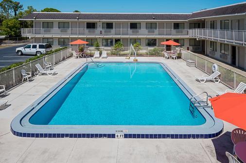 Rodeway Inn Kissimmee Maingate West - Kissimmee - Pool