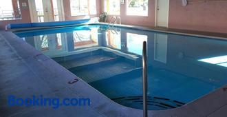 Slumber Lodge - Penticton - Pool