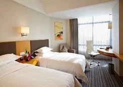 Ramada Plaza Shanghai Pudong Airport - Shanghai - Bedroom