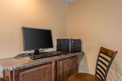Quality Inn South - Colorado Springs - Business centre