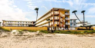 Quality Inn Oceanfront - Ormond Beach - Building