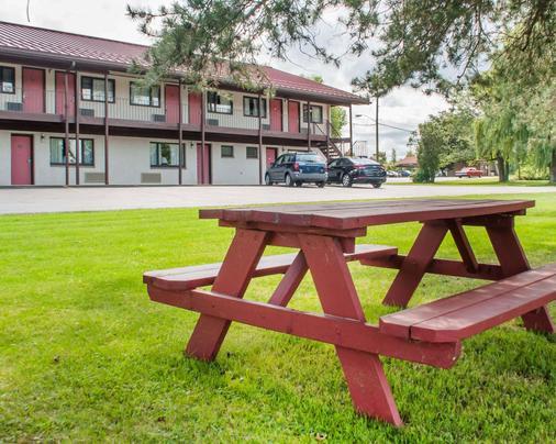 Econo Lodge Buffalo South - Buffalo - Outdoor view