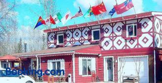 Billie's Backpackers Hostel - Fairbanks - Building
