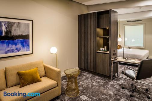DoubleTree by Hilton Wellington - Wellington - Living room