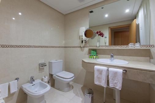 Hotel Silken Luis De León - León - Bathroom