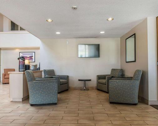 Comfort Inn Hwy. 401 - Kingston - Lobby