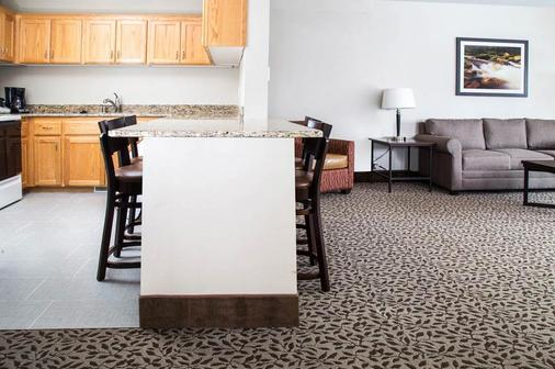 Gray Wolf Inn & Suites - West Yellowstone - Dining room