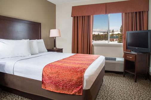 Gray Wolf Inn & Suites - West Yellowstone - Bedroom
