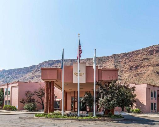 Quality Suites - Moab - Building