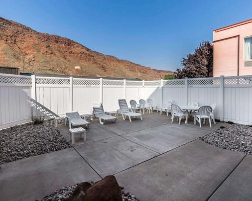 Quality Suites - Moab - Patio