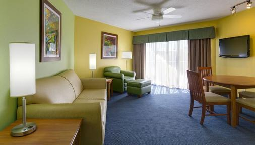 Alden Suites - A Beachfront Resort - Saint Pete Beach - Living room