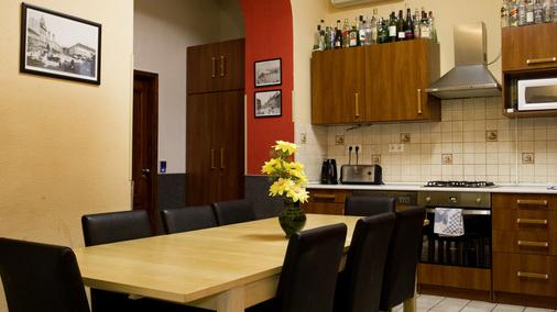 Corvin Point Rooms And Apartments - Budapest - Kitchen