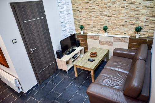 Corvin Point Rooms And Apartments - Budapest - Living room