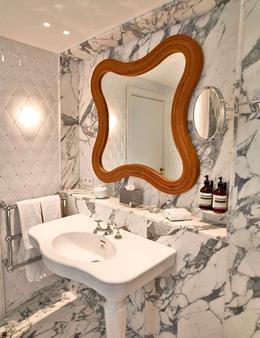 Hotel Thoumieux - Paris - Bedroom