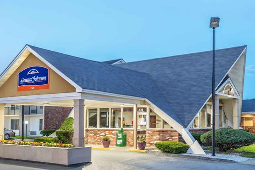 Howard Johnson by Wyndham Bangor - Bangor - Building