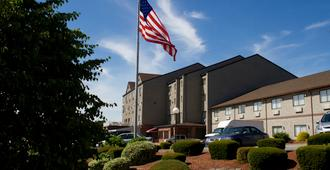 Mainstay Hotel and Conference Center - Newport - Building