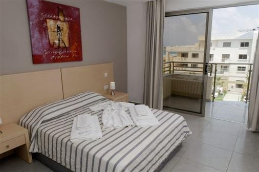 Capital Coast Resort And Spa - Paphos - Bedroom