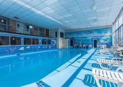 Rodeway Inn North - Sandusky - Pool