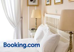 Hostal Adriano - Madrid - Bedroom