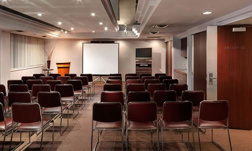 Chateau Victoria Hotel and Suites - Victoria - Meeting room
