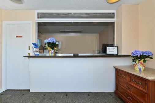 Americas Best Value Inn - Oakland / Lake Merritt - Oakland - Front desk