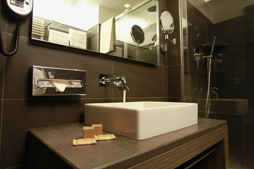 Hotel Diplomatic - Turin - Bathroom