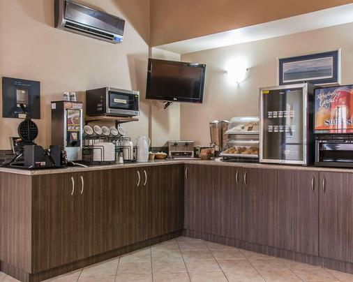 Econo Lodge - Thunder Bay - Kitchen