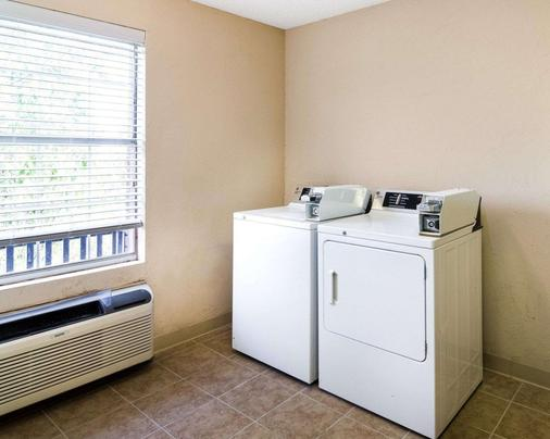 Comfort Suites Las Colinas Center - Irving - Laundry facility