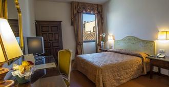 Hotel Machiavelli Palace - Florence - Bedroom