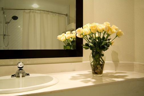 Hôtel Ruby Foo's - Montreal - Bathroom