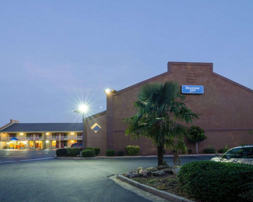 Rodeway Inn - Norcross - Building