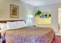 Rodeway Inn - Norcross - Bedroom