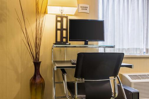 Quality Inn and Suites Mayo Clinic Area - Rochester - Business centre