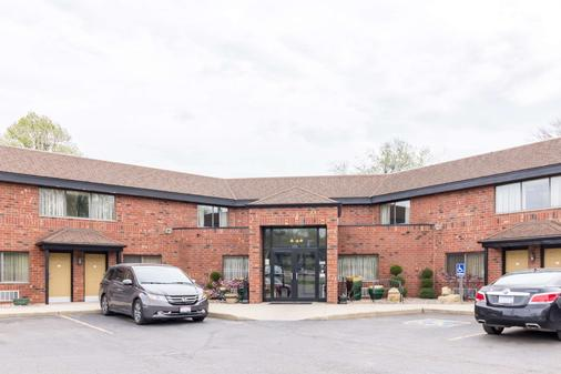 Quality Inn and Suites Mayo Clinic Area - Rochester - Building