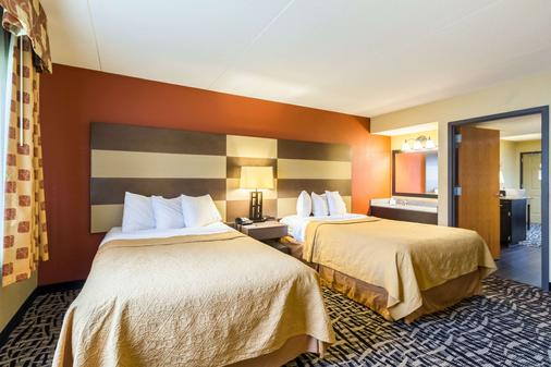 Quality Inn and Suites Mayo Clinic Area - Rochester - Bedroom