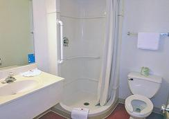 Motel 6 Reno Livestock Events Center - Reno - Bathroom