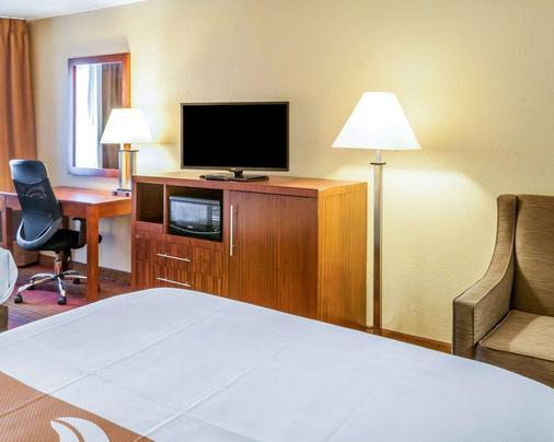 Quality Inn - Albuquerque - Bedroom