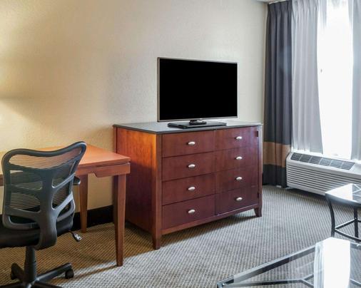 Quality Inn - Albuquerque - Living room