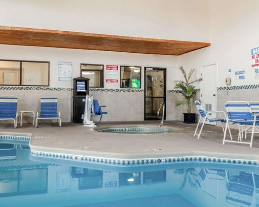 Quality Inn - Albuquerque - Pool