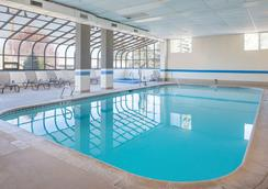 Ramada Downtown Spokane - Spokane - Pool